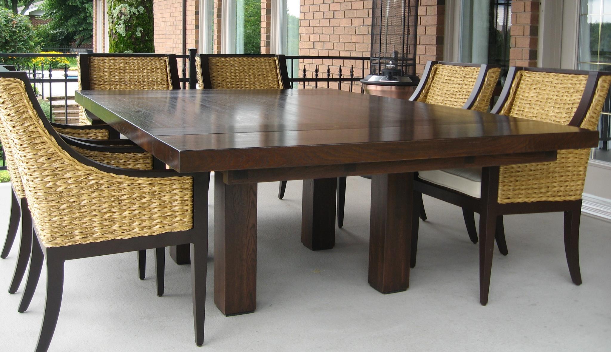 Table carré en bois avec extensions