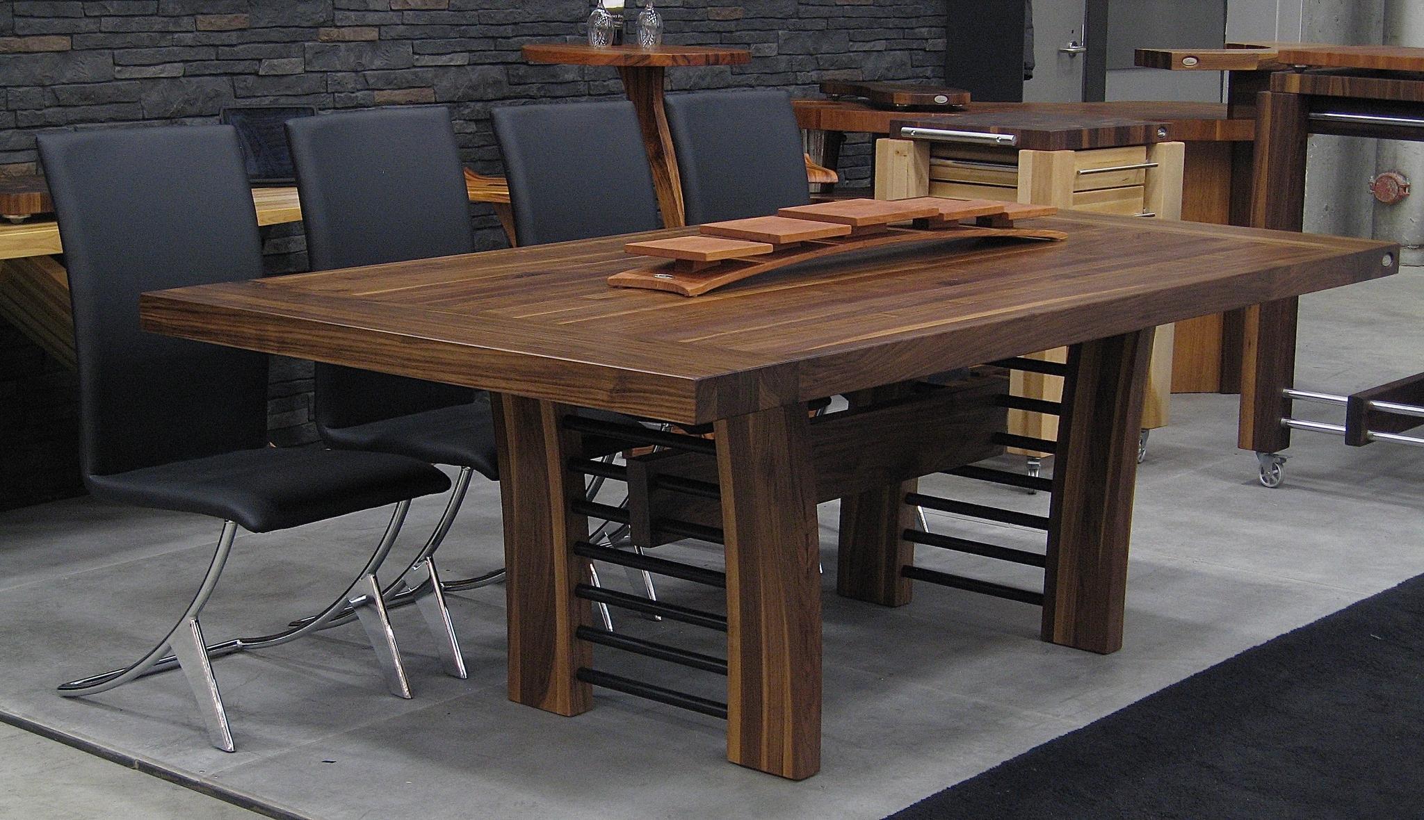 Table en bois sur arche